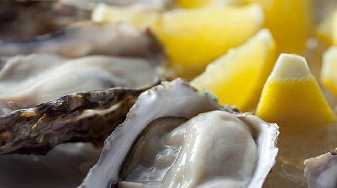 牡蠣 HachiRou 86 - 料理写真:旬の生牡蠣