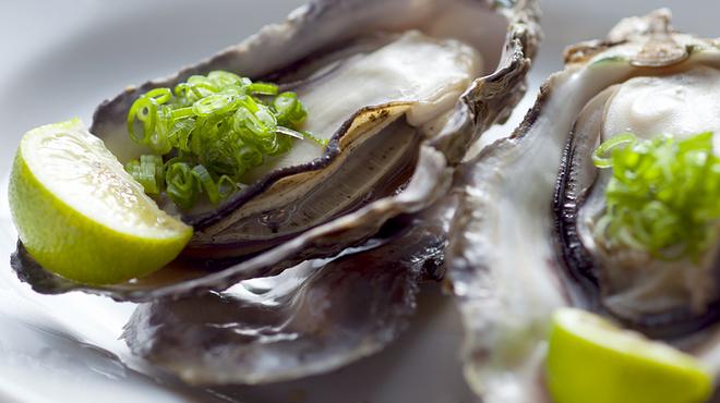 牡蠣 HachiRou 86 - 料理写真:蒸し牡蠣