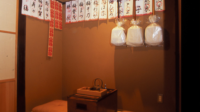 くろすけ - 内観写真:店内には元お茶屋の雰囲気が残ります。
