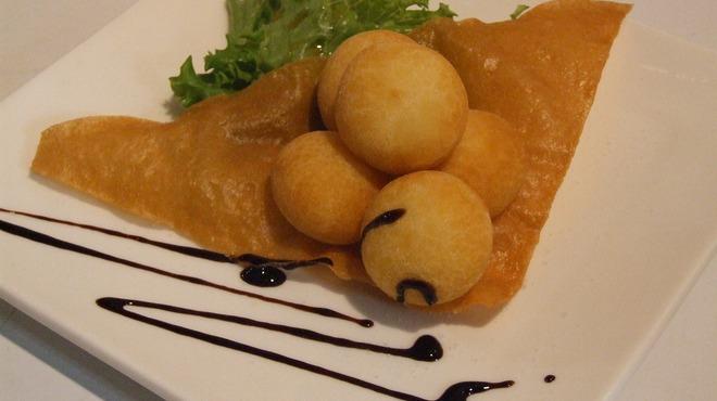 沖縄Diningでーじな豚 - 料理写真:もっちりチーズ団子 ¥399