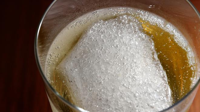 ジアス ルーク&タリー - 料理写真:流氷ハイボール!冷凍ウィスキーを使用した冷え冷えの名物ハイボール!