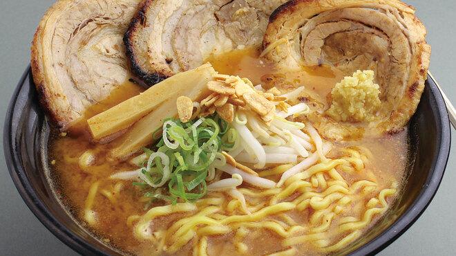 麺屋 國丸 - 料理写真:北海道百年味噌炙りチャーシューメン