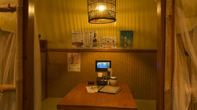 楽園 - 内観写真:◆半個室のテーブル席◆