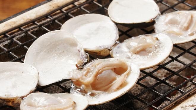新宿思い出横丁 トロ函 - 料理写真:蛤殻焼(2ケ)       ¥538