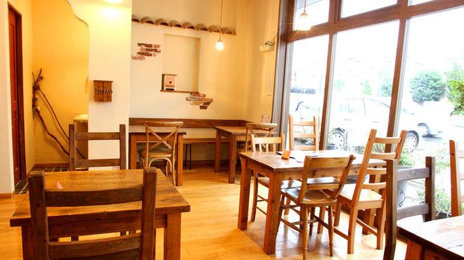 パン屋カフェ キャトル - メイン写真: