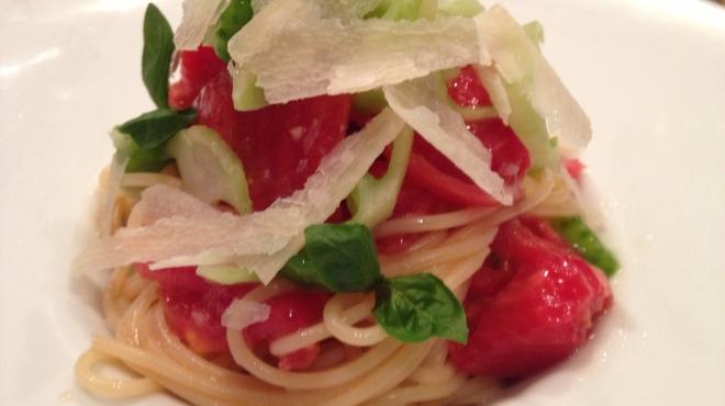 バクロウ - 料理写真:契約農家 ひでちゃんトマトの冷製パスタ