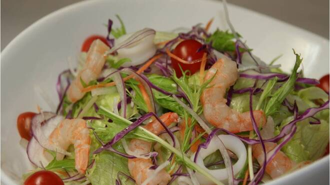 名家 - 料理写真:名家海鮮サラダ