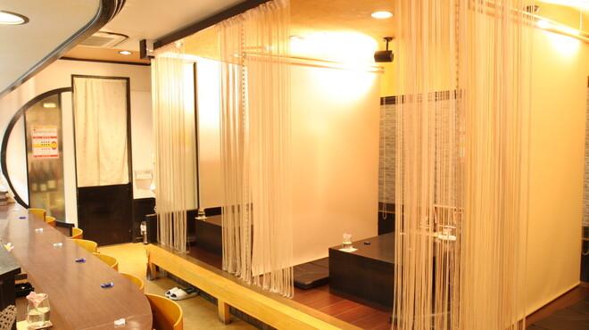 和洋創作厨房ビズ - 内観写真:オープンキッチン カウンター11席 掘りコタツ座敷3席