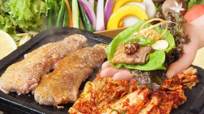 ハヌリ - 料理写真:サムギョプサルは肉質だけでは美味しくなりません。本格仕込みの焼キムチ、ネギ和え、サムジャン◎たくさんの旬の野菜たち