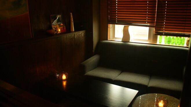 ステイゴールド - 内観写真:個室のソファー席