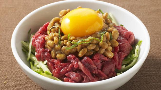 巨牛荘 - 料理写真:巨牛荘の定番  桜納豆ユッケ