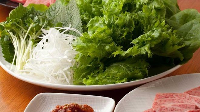 大阪焼肉 炭照 - 料理写真:包み野菜セット