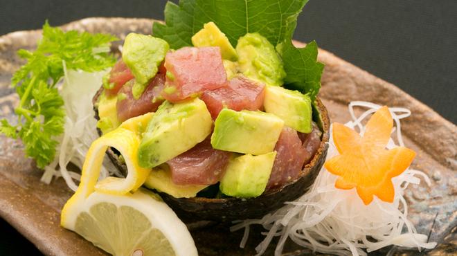 凜や - 料理写真:まぐろとアボカドの山葵醤油和え