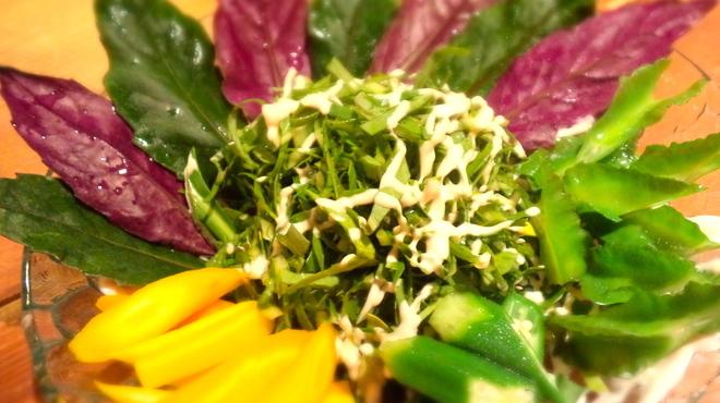 我如古 - 料理写真:「島野菜のサラダ」石垣島産の島野菜を使った、色鮮やかなサラダ