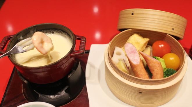 季節釜めし 花小梅 - 料理写真:新鮮野菜とチーズフォンデュ
