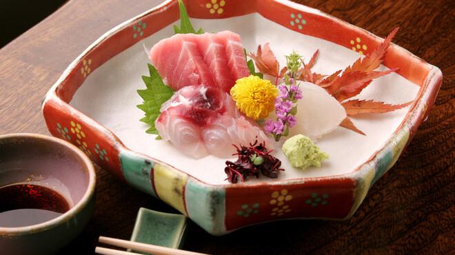 螢月 - 料理写真:産地直送の活〆鮮魚です。毎日の仕入れによって内容が変わります。