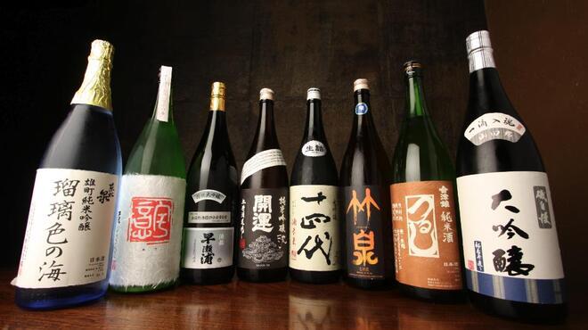 螢月 - 料理写真:全国各地から唎酒師が集めた日本酒が80種類以上。日本酒は、螢月にお任せ下さい。