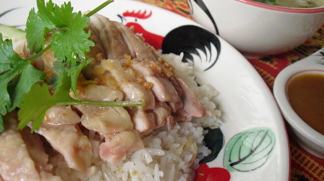 熱帯食堂 - 料理写真:熱帯と言えばコレ!絶品鳥のせごはん「カオマンガイ」