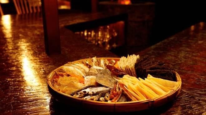 bar 松虎 - 料理写真:こだわりの干物の炙りや、おすすめ食材を炭火焼きで。