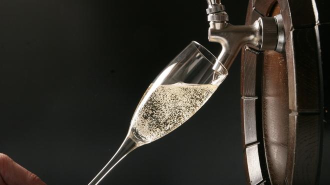 Spanish Bar Pasion - 料理写真:ドラフトスパークリングワインでオシャレにかんぱ〜い!!