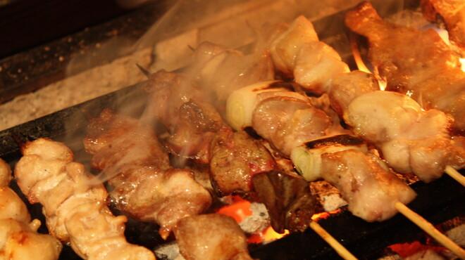 串焼き もんじろう - 料理写真:岩手原産阿部鶏、群馬県産榛名鶏、秋田県産比内地鶏、薩摩軍鶏等、こだわりの炭火で<`ヘ´>
