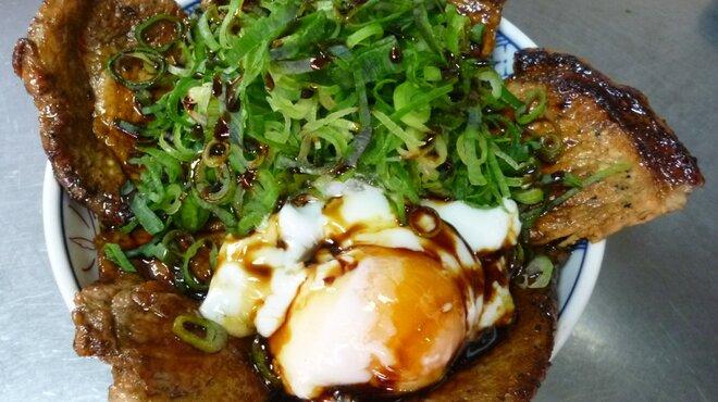 大阪ふくちぁんラーメン - 料理写真:豚丼温泉卵ネギ盛り