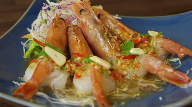 大阪カオマンガイカフェ - 料理写真:タイ式えびのカルパッチョ(クン チェー ナンプラー)