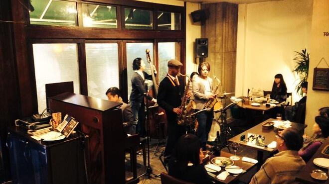TAGEN DINING CAFE - 内観写真:ライブ