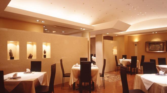 天厨菜館 - 内観写真:テーブルのレイアウトは自由!40名様までの立食も可能です。