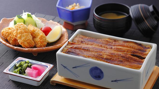 まめたぬき - 料理写真:2大名物「牡蠣」と「穴子」の競演セット(穴子陶箱飯・牡蠣フライ・小鉢・吸物・香の物)