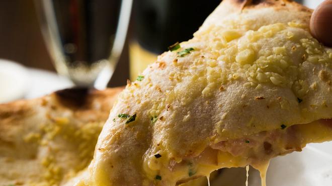 THE SPICE - 料理写真:♪ガーリック ベーコン チーズ ナン!