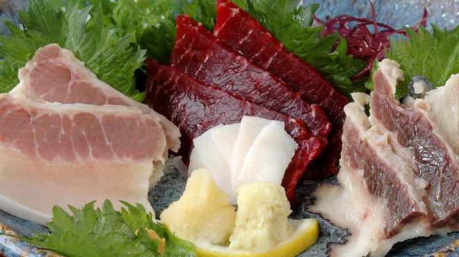 地雷也 - 料理写真:鯨三昧手作りの鯨ベーコン・さえずり・赤身