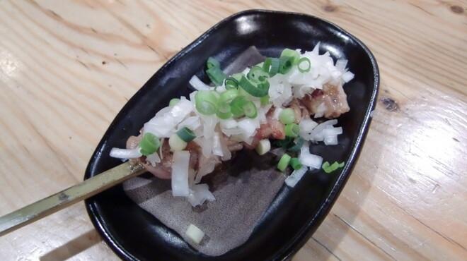 鶏ジロー - 料理写真:当店1番人気!せせり。自家製味噌とネギでお召し上がり下さい。