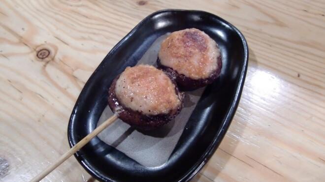 鶏ジロー - 料理写真:肉汁たっぷり!たぬき焼。しいたけの肉詰めです。