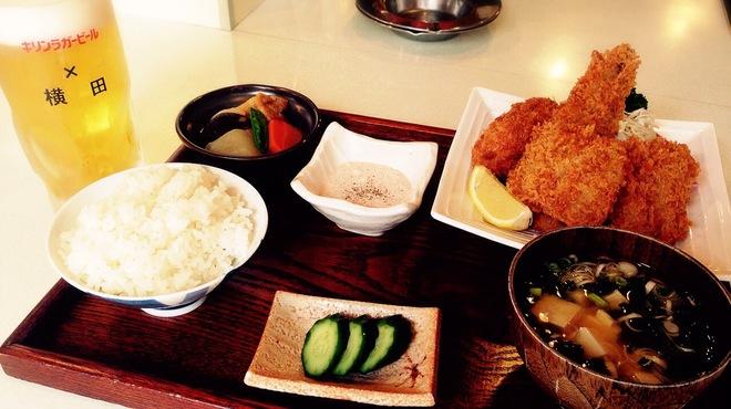 横田酒場 - 料理写真:ミックスフライ定食!サクサクです
