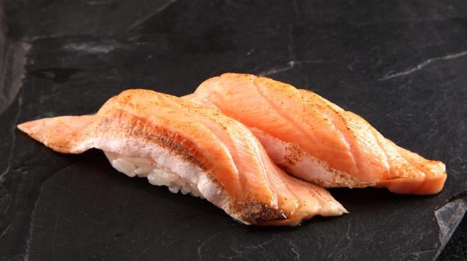 函太郎 - 料理写真:炙りサーモン、炙りエンガワなど炙り寿司も充実