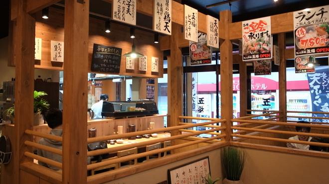 天ぷら海鮮 五福 - 内観写真:和空間の店内でゆっくりと。写真は系列店のものです。