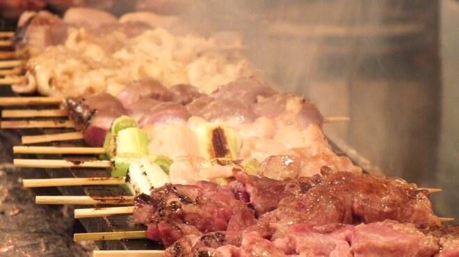 スマイリ商店 - 料理写真:備長炭で焼き上げる絶品串焼き