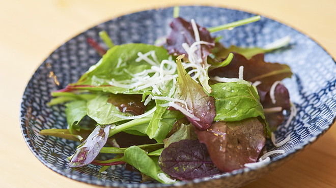 串揚げ 依知川 - 料理写真:ベビーリーフのサラダ。