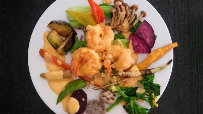 ムーラン - 料理写真:海老ランチのメイン料理の例 海老のマヨネーズ炒め