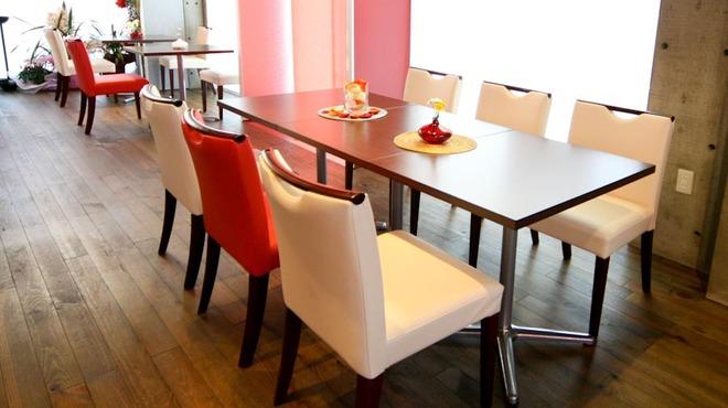 euro dining claret - 内観写真:店舗全体がガラス張り 開放感が有りとても明るいです。
