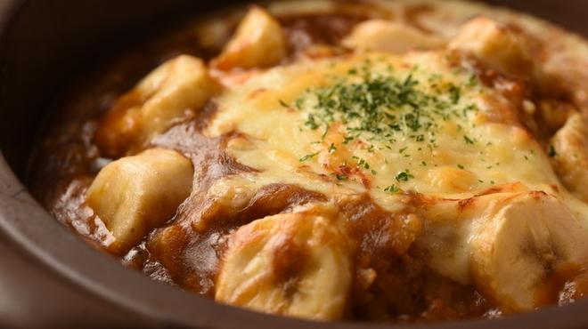 伽哩本舗 - 料理写真:甘くて辛くて不思議な味の焼きカレーです。