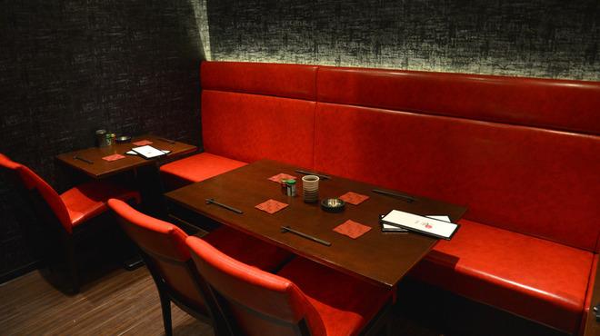 YAKITORI燃WEST - 内観写真:テーブル席