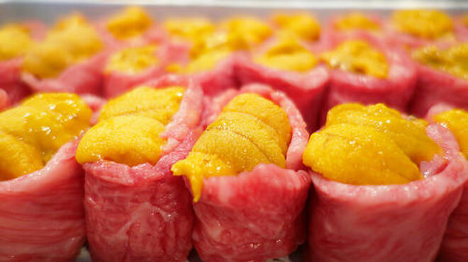 格之進R - 料理写真:完全予約制!ウニの牛肉軍艦