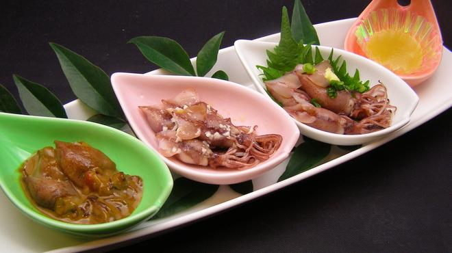ふじ丸 - 料理写真:富山湾産ホタルイカ!他の産地とはモノが違います。外はプリプリ、中はトロリ、やはり美味しいのは富山湾産!酢みそ、塩麹漬け・塩辛・アヒージョなど様々なお味でお楽しみ下さい!