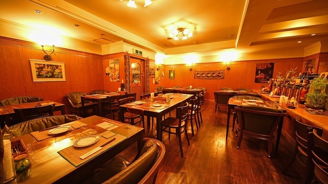 タイ料理専門店 TAI THAI - 内観写真: おちついた店内