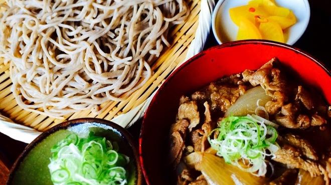 そばの平甚 - 料理写真:もちもちざるそばとミニ飛騨牛丼 1620円