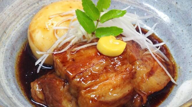 我流 たつみ - 料理写真:秘伝のたれで煮込んだ 名物 豚角煮