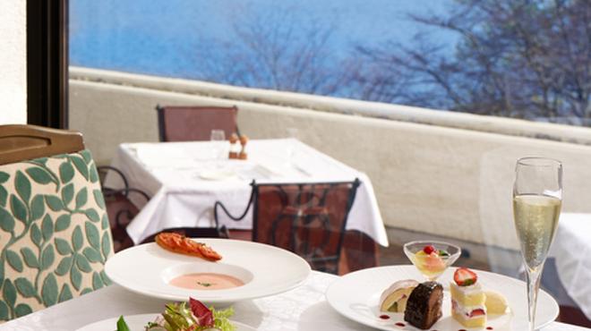 ヴェル・ボワ - 料理写真:湖を眺めながら至高を凝らしたフランス料理に舌鼓。優雅なひとときをお過ごしいただけます。