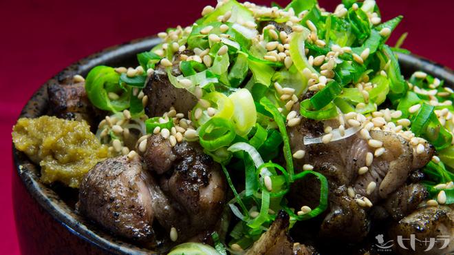 長州屋 - 料理写真:B級グルメで連続優勝の味が楽しめる『長州ころころ丼』